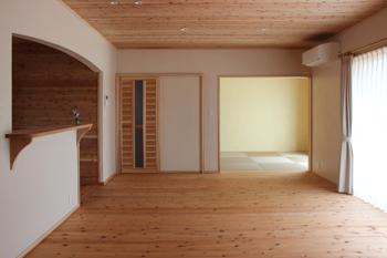 もくせい工大分・自然素材の家。A様邸リビング_フラットな天井